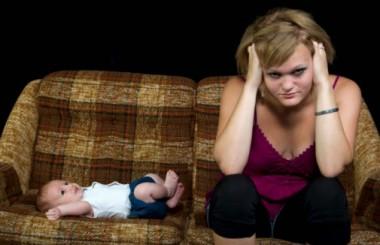 Patologia postnatala : baby blues, depresia postnatala, psihoza post-partum